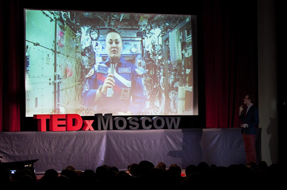 Елена Серова и летающий в космосе микрофон